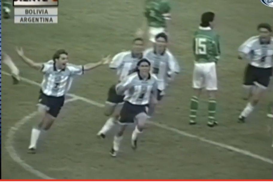 James Rodríguez eloagiado por jugador histórico argentino