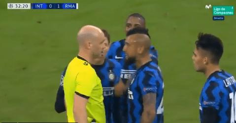 Arturo Vidal expulsado ante el Real Madrid