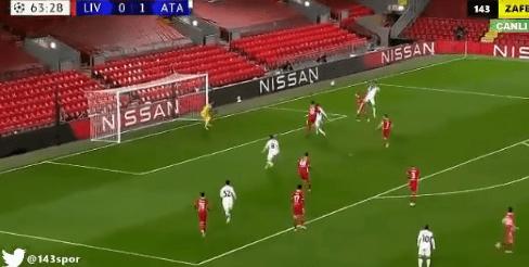 Atalanta vence 2-0 a Liverpool