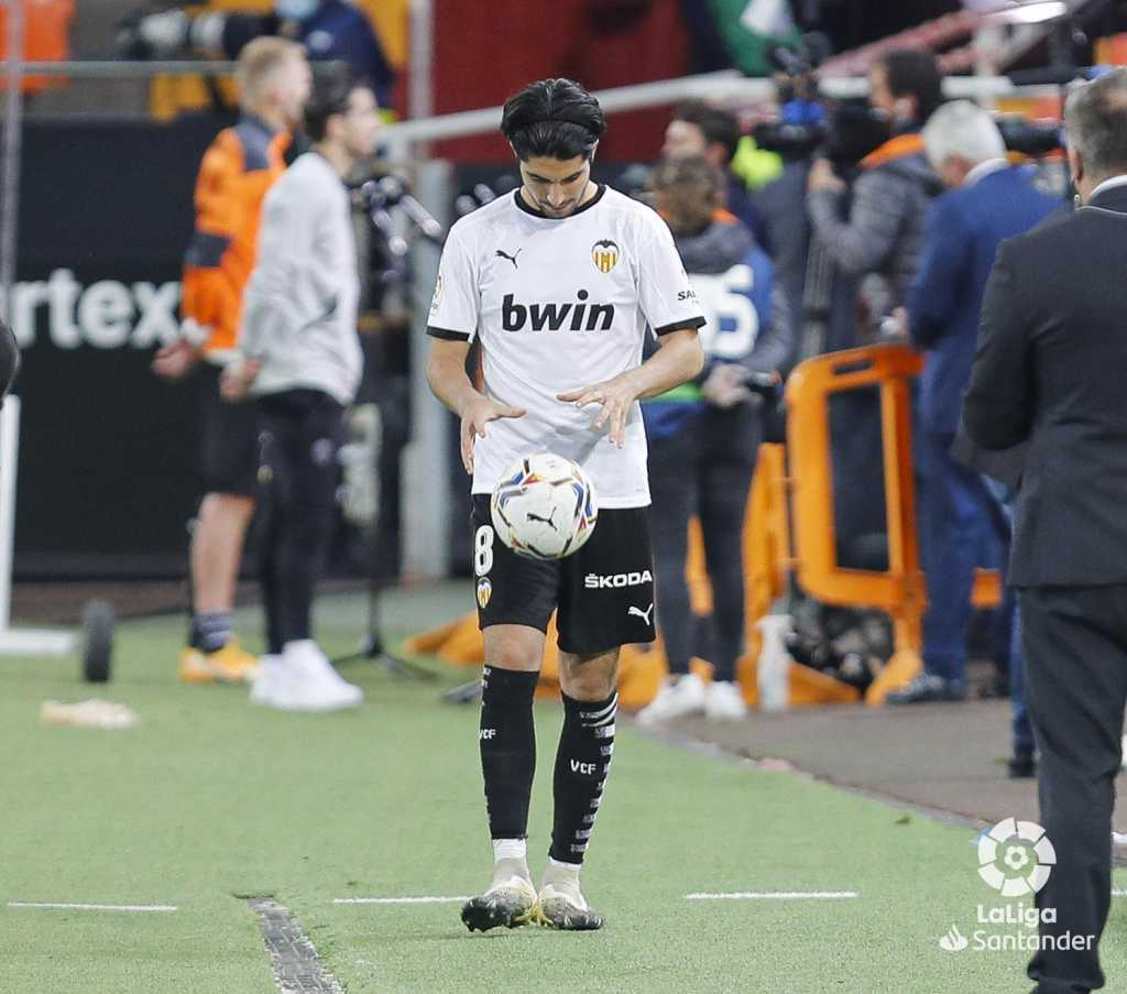 Carlos Soler con Valencia ante el Real Madrid. Foto: LaLiga
