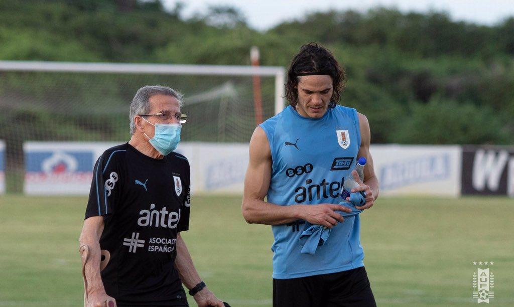 Óscar Washington Tabárez y Edinson Cavani. Foto: Uruguay