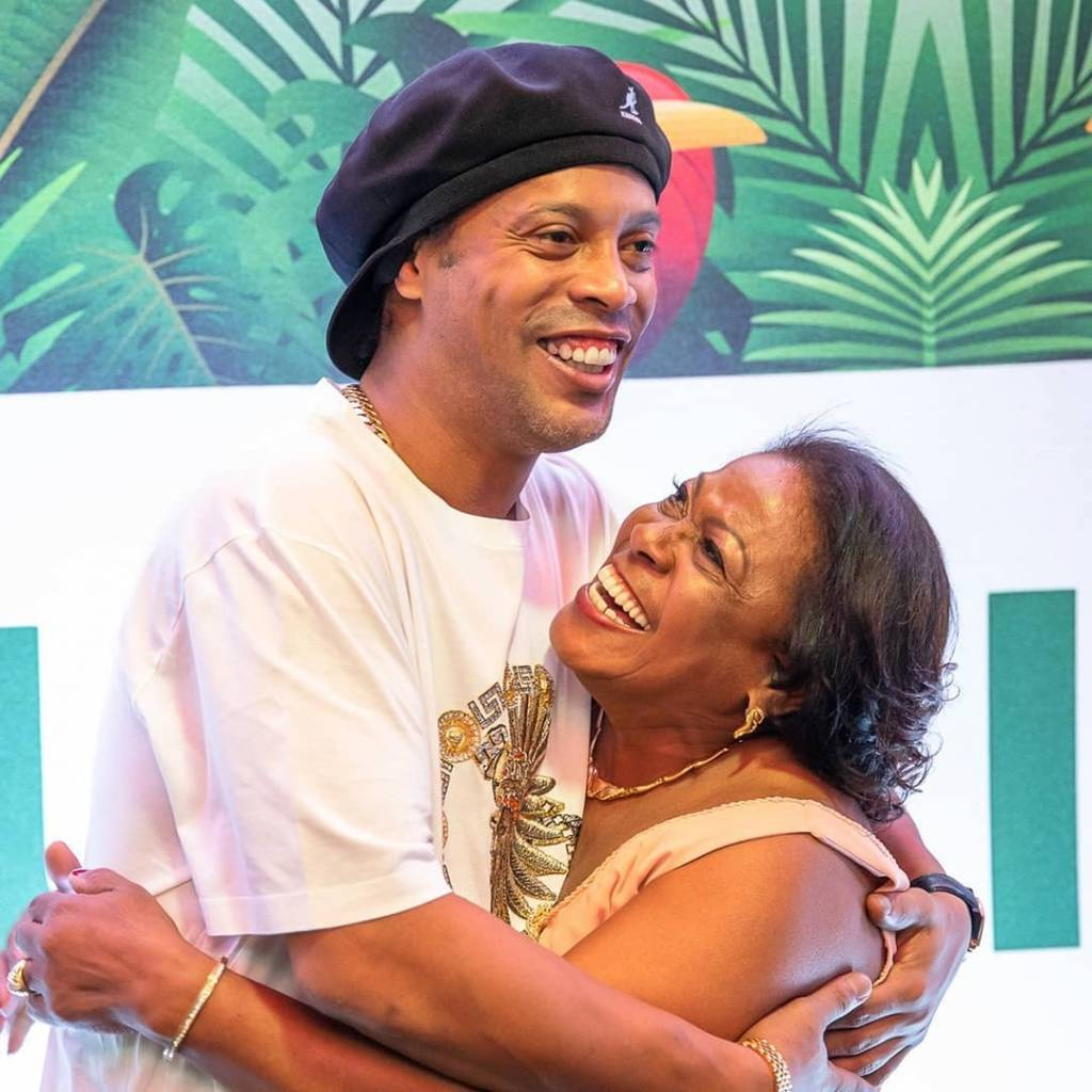 Ronaldinho muerte madre mensajes