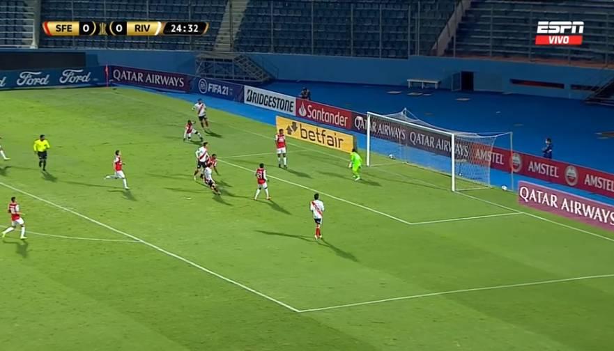 River Plate estrella el balón en el palo y casi pone el primer gol del partido ante Santa Fe por Copa Libertadores