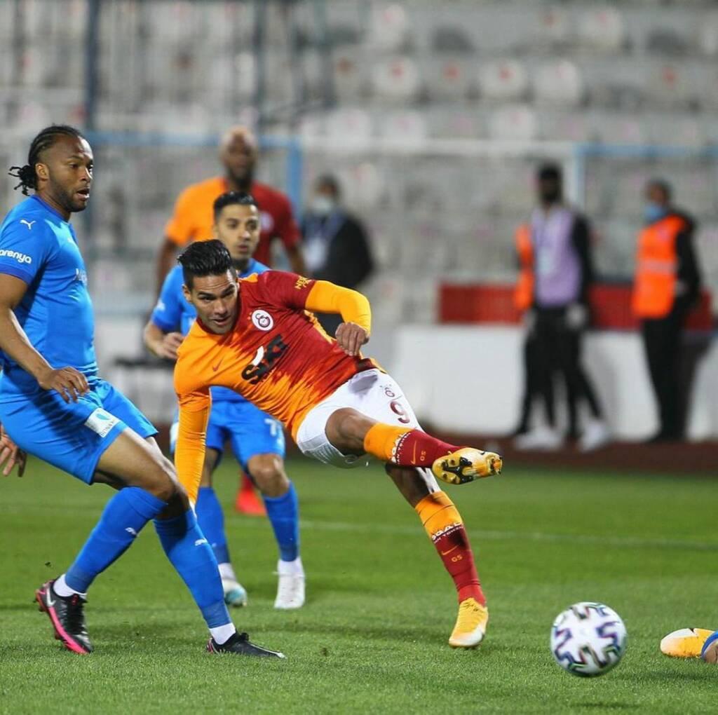Falcao durante un partido con el Galatasaray de Turquía en 2020