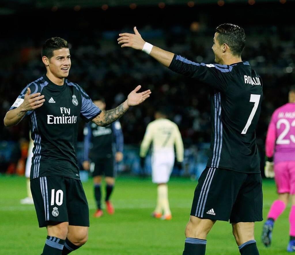 James Rodríguez y Cristiano Ronaldo durante un partido con el Real Madrid en 2016