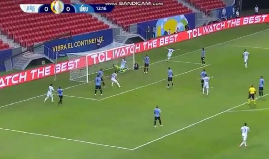 Messi centra el balón y Guido Rodríguez pone el primero en el Argentina Uruguay por la Copa América 2021