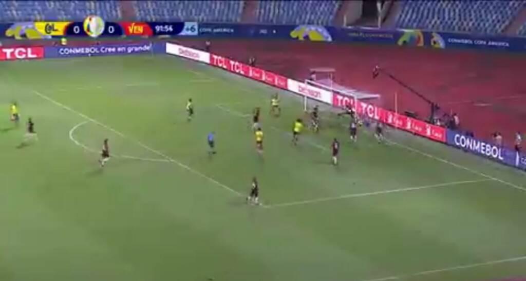 Miguel Ángel Borja improvisa una media chalaca que casi termina en gol ante Venezuela