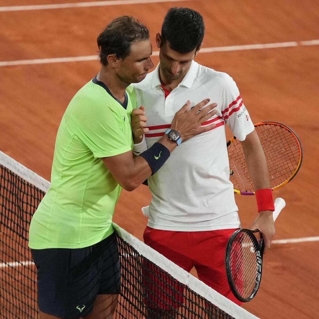 Novak Djokovic y Rafael Nadal durante su partido por el Roland Garros 2021